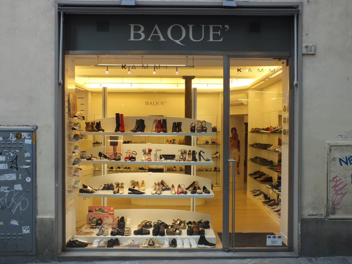 Restyling interni negozio di scarpe